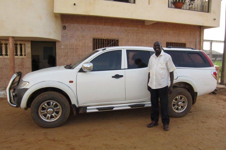 Le chauffeur de l'UNFCS et le véhicule